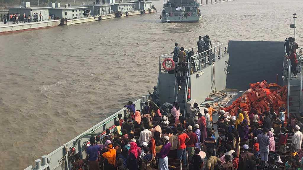 Rohingyas in Bangladesh Set Off for Remote Island Despite Outcry