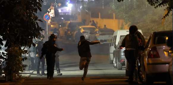 Locals of Sheikh Jarrah Neighborhood Continue Confronting Assaults of Zionist Army, Settlers