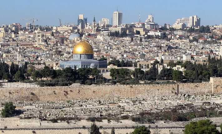 Zionist Occupation Forces Arrest a Hamas Commander during His Visit to Al-Aqsa Mosque