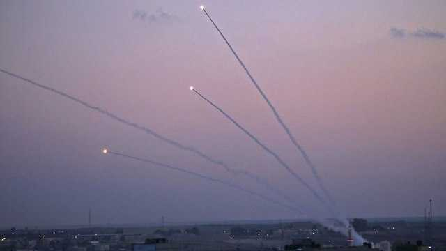 Hamas Warns of Resuming Rocket Fire Unless Qatari Funds Enter Gaza
