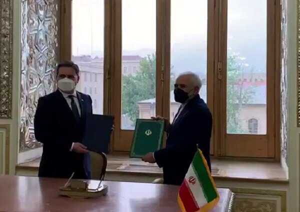 Iran, Serbia FMs ink coop. document to broaden bilateral ties