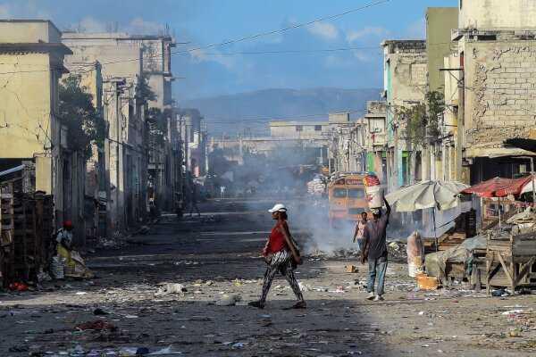 Armed gang in Haiti kidnaps 17 Americans