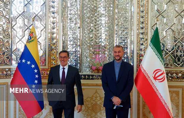 Iran, Venezuela FMs meet in Tehran to discuss relations