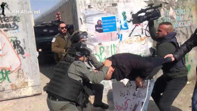 Israeli forces attack, detain Palestinian journos in W Bank