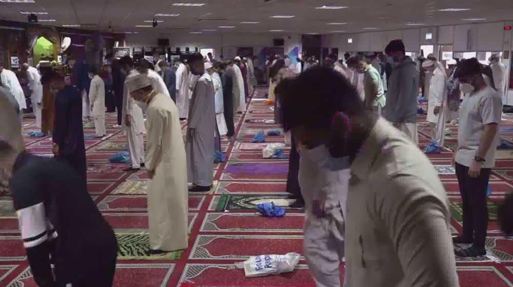 Coronavirus UK: Muslims blamed for outbreak while Brits mob beaches