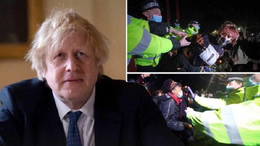 Boris Johnson leaps to embattled Met commander's defense
